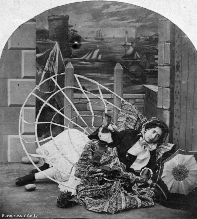 Fa oszlopra fennakadt abroncs 1858-ban.