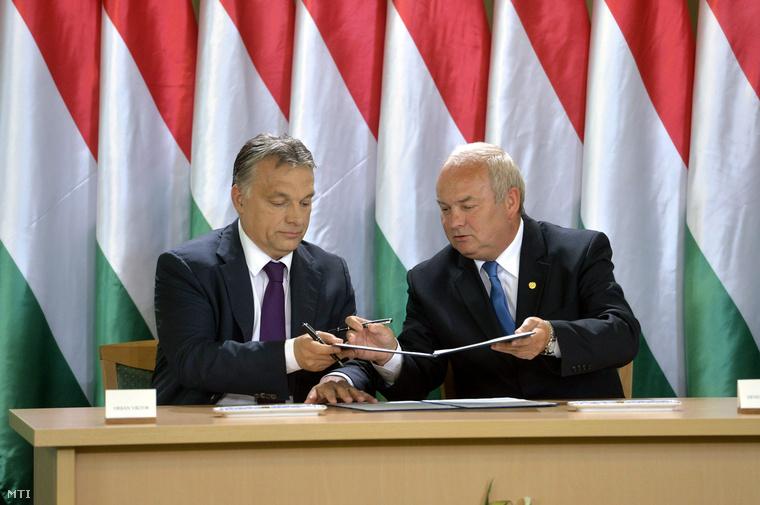 Orbán Viktor és Dénes Sándor, Nagykanizsa polgármestere a Modern Városok Program keretében együttműködési megállapodást ír alá Nagykanizsán.