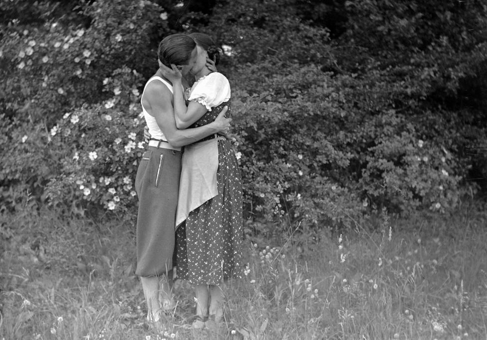 1935: A klasszikus hollywoodi csók, ami nem csak a színészek kiváltsága.