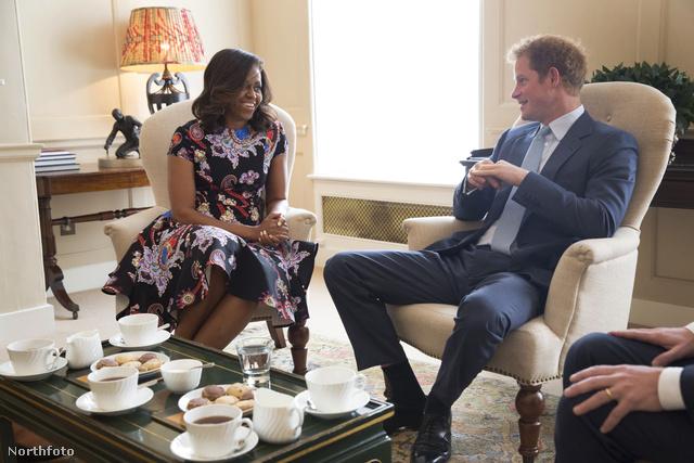 Teadélután Harry herceggel a Kensington- palotában. Nagyon irigykedtünk.