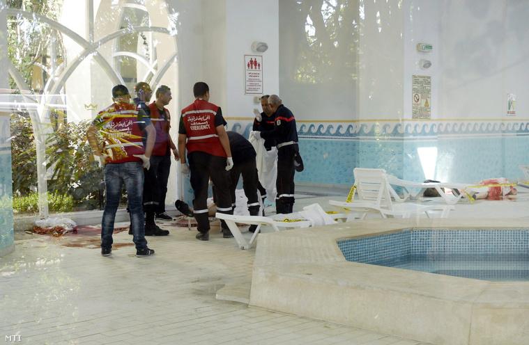 Holttestek elszállítására készülnek az Imperial Marhaba Szállodából