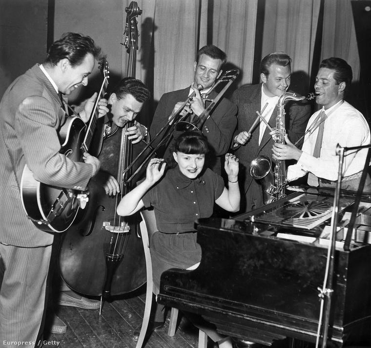 Zoller állandó helyet kapott a zongorista Jutta Hipp zenekarában, és személyesen is megismerkedett Lee Konitzcal Kölnben – Jutta Hipp (középen), Zoller Attila (b-j), Branko Pejakovic, Albert Mangelsdorff, Karl Sanner és Joki Freund 1956-ban