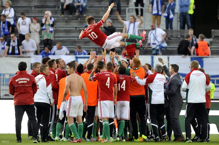 Ünneplés a finn-magyar meccs után Helsinkiben az olimpiai stadionban 2015. június 13-án. (Finnország-Magyarország 0-1.)