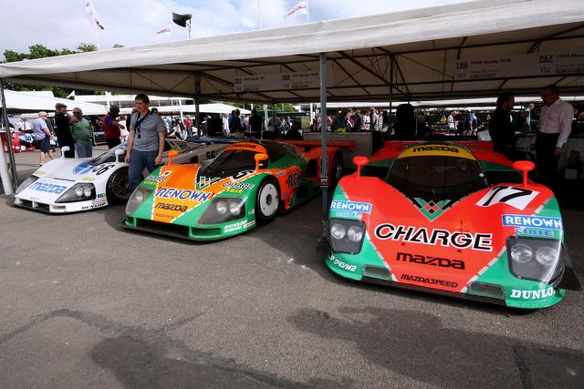 Mazda-paddock a Le Mans-i autókkal, amik csak azért nem folytatták a nyerőszériát, mert kigyilkolták őket a versenyből egy új szabályzattal