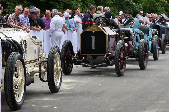 Szerény 1-es rajtszám virít a wolverhamptoni autó orrán. Két ilyet készített az 1905-ös Gordon Bennett versenyre a fent említett kisvállalkozás tulajdonosa, Edward Lisle