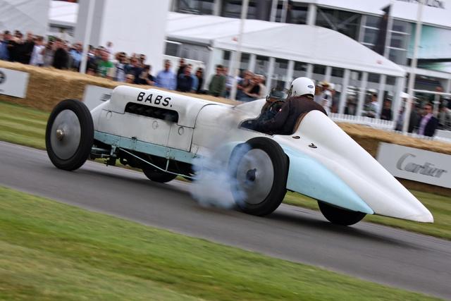 Parry-Thomas többek között négy Zenith karburátorral és áramvonalidomokkal tette sebességi rekordok megdöntésére alkalmassá a Zborowskitól származó autót