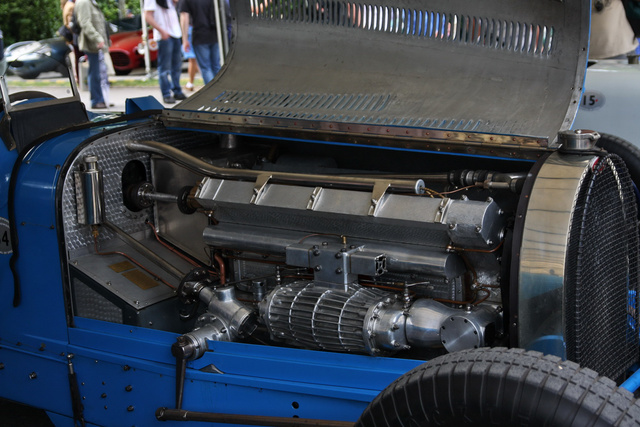 Ez nem a 35-ös motorja, hanem egy nagyobb, ötliteres, 300 lóerős Type 54-esé, amit viszont nem láttam menni. De a látvány alapján talán sejtik, miért akarnak olyan sokan régi-Bugatti birtokossá válni