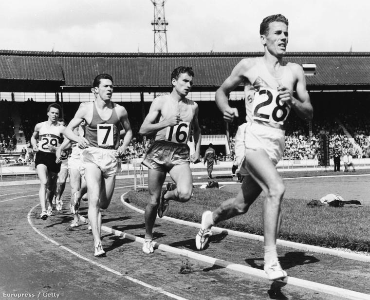 Tábori László vezeti a mezőnyt, utána Michel Jazy 1960-ban, Londonban.