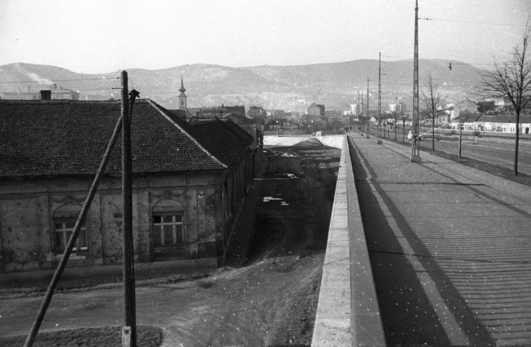 A Sztálin híd budai hídfője, 1954