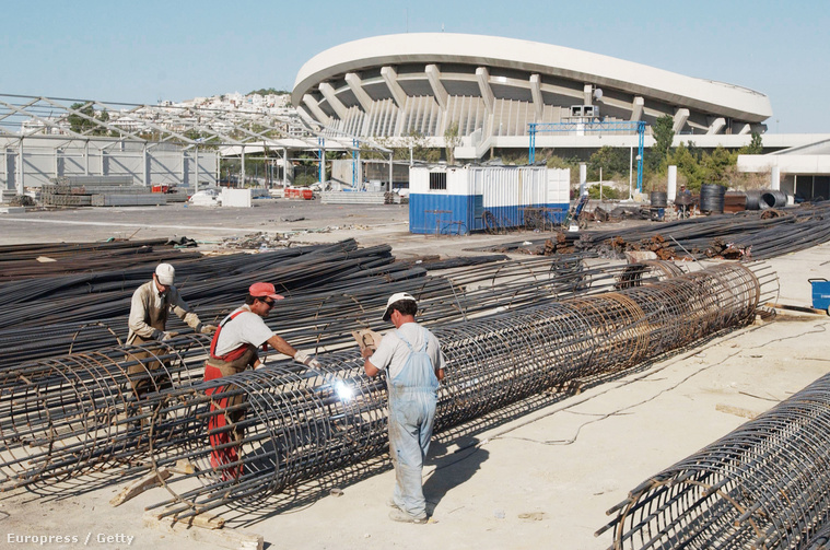 Épül a Béke és Barátság Stadion az athéni olimpiára, 2002-ben.