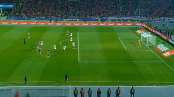 Hihetetlen bombagóllal döntős Chile