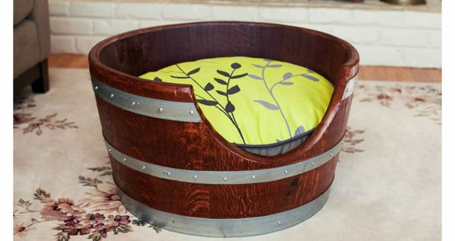 Wine-Barrel-Pet-Bed-2