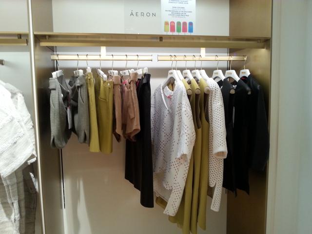 Az Áeron márka darabjait is akciósan veheti meg: a magyar tervező ruháira kábé 70% kedvezmény van.