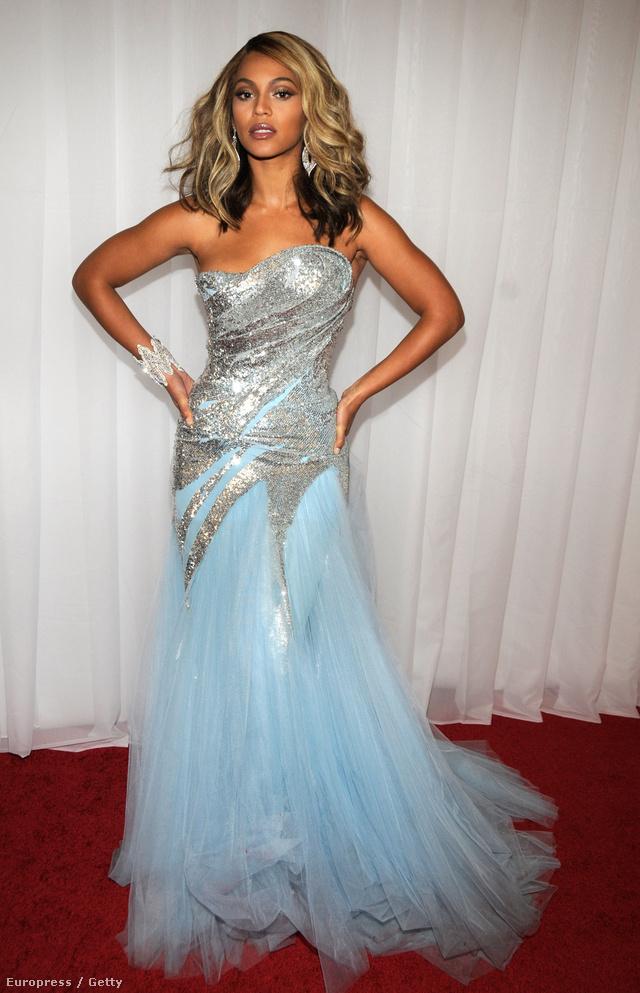 Barbie ruhára emlékeztető Elie Saab estélyeiben a 2008-as Grammy-díjátadón.
