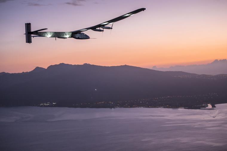 2015 07 03 Solar Impulse 2 RTW 7th Flight Nagoya to Hawaii landi