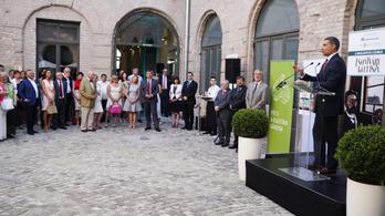L. Simon: Az évtized kiállítása nyílt meg a várban