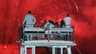George Clooney hajóról nézett tűzijátékot