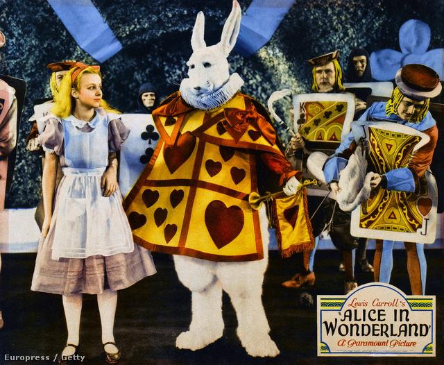 Ez pedig egy filmfeldolgozás, 1933-ból. A film különlegessége, hogy a színészeken kívül animált szereplők is megjelennek a darabban.
