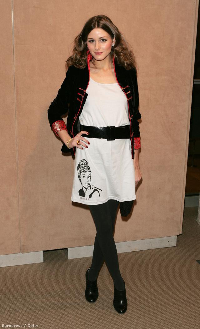 Stílusának kiforratlanságára utal ez az Audrey Hepburnos pamut ruha is, amiben egy 2007-es aukción vett részt New Yorkban.