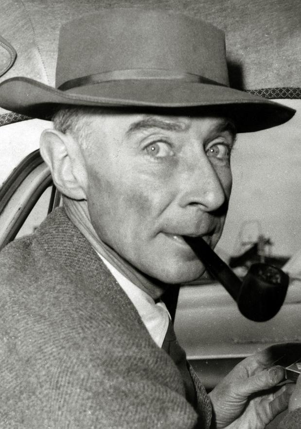 Robert Oppenheimer, a Manhattan-projekt vezetője (a nem túl előnyös kép 1950 körül készült).