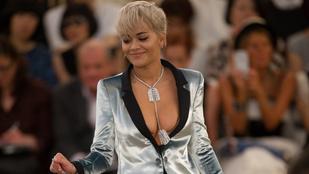 Rita Ora dekoltázsa ellopta a show-t a Chanel bemutatóján