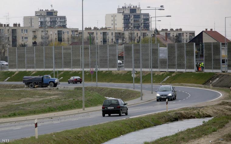 Zajvédő fal az M0-ás autóút nagytétényi szakaszán
