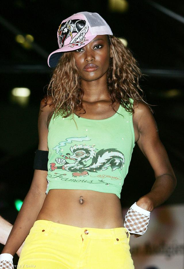 Így nézett ki egy divatbemutatója kereken tíz évvel ezelőtt.