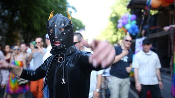 A homofóbok vesztettek, de még kellenek a kordonok
