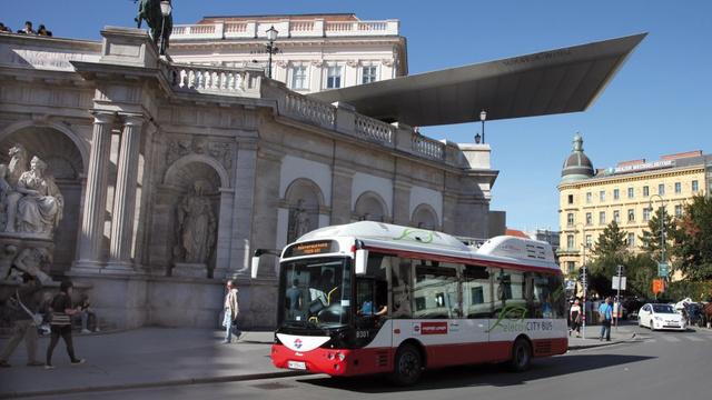 Bécsben már három éve közlekednek az elektromos Simens-Rampini buszok. Budapestre már nem jutottak el