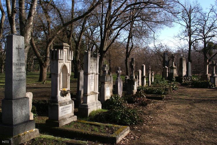 Az 1848-49-es szabadságharcban részt vett egykori honvédek sírjai a Fiumei úti sírkertben