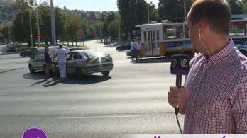 Élő adásban ütközött össze két autó az M1 csatornán