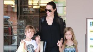 Angelina Jolie könyvesboltba vitte az ikreit