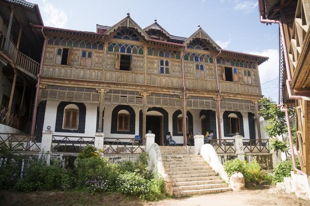 1884-91 között Harar városában élt  a francia költő, Arthur Rimbaud, aki kávé és fegyverkereskedelmi vállalkozását irányította a innen. Háza ma múzeum.