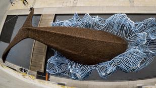 Óriás plasztikbálna borzolja az ökotudatot Bristolban