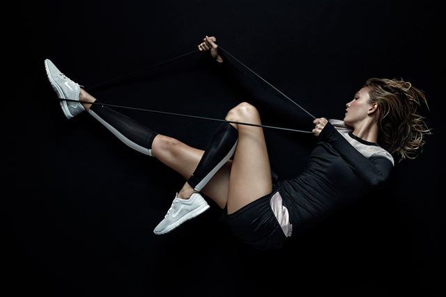 Szupermodellel reklámoz a Nike: a sportolókat Karlie Kloss váltotta a plakátokon.