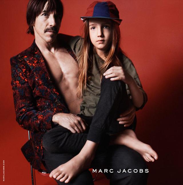 A Red Hot Chili Peppers énekese, Anthony Kiedis és kisfia is helyet kapott a Marc Jacobs kampányban.