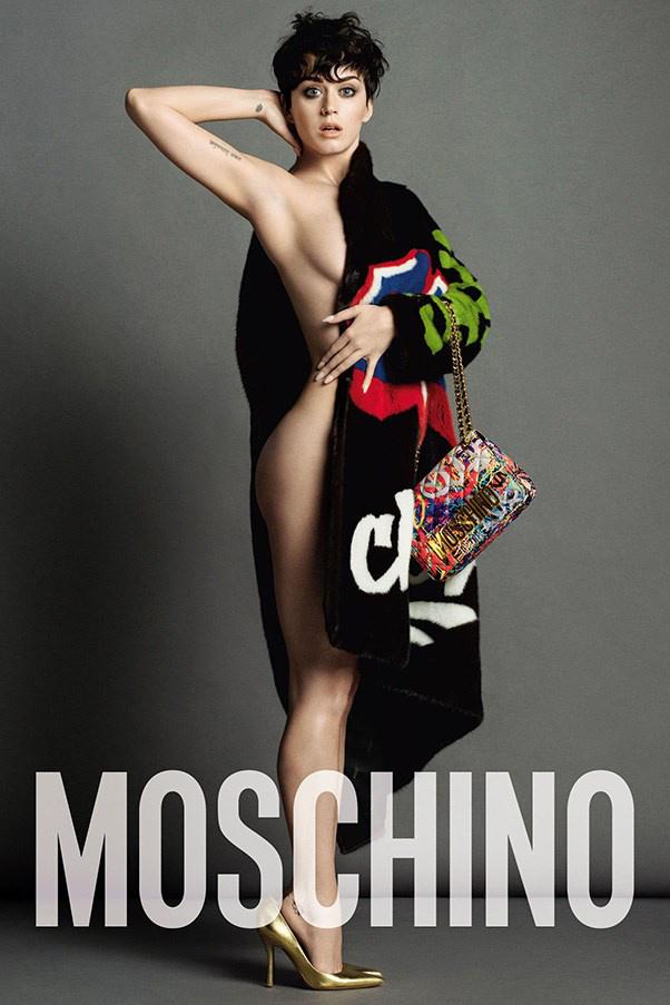 Majdnem pucér Kary Perry a Moschino kampányban. A bután néző énekesnőről Inez & Vinoodh lőtte a képeket az olasz divatháznak.