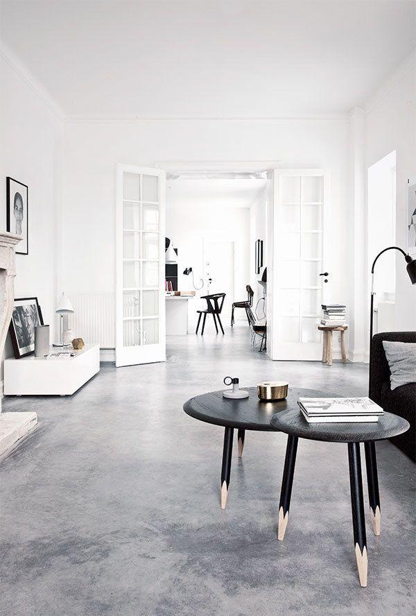 Fekete-fehér színekkel is varázsolhatunk tágas és élhető teret.