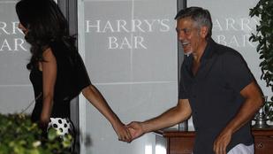 Clooney helyében mindenki ennyire örülne egy ilyen végtelen hosszú lábnak