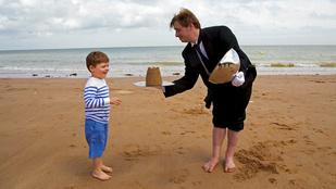 Béreljen homokvárat építő inast a nyaraláshoz!