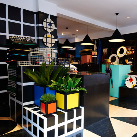 A menő londoni dizájnbolt, a Darkroom belső tere.