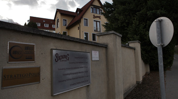 Kúria: Ki kell adni a Századvég tanulmányait