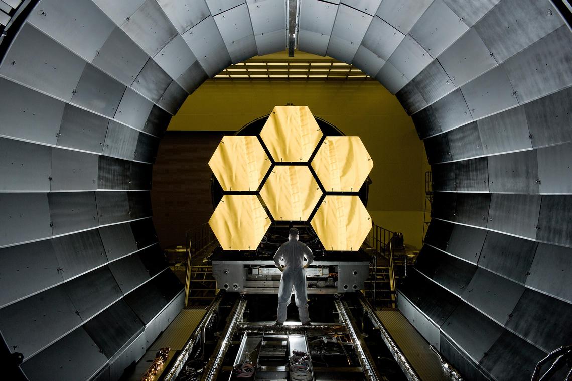 A James Webb Űrteleszkóp a földi szerelőcsarnokban