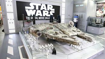 Az öt méter hosszú Millennium Falcon minden idők legmenőbb ajándéka