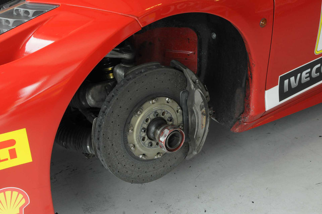 Ezen a Ferrarin nem keresik magukat betegre az autókozmetikások, nem a makulátlan megjelenés a legfontosabb