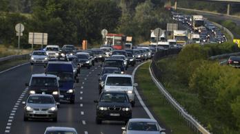 Kerülje az M7-est, hatalmas a torlódás a Balaton felé