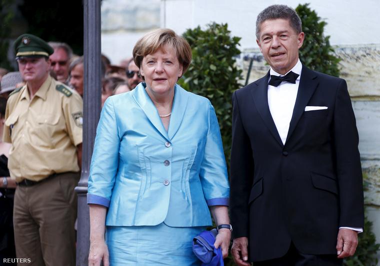Merkel és férje a nyitóünnepség előtt.