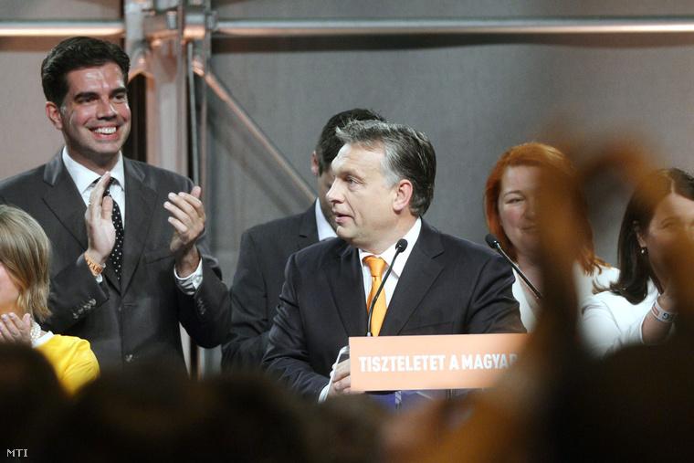 Gyürk András megválasztott EP-képviselő és Orbán Viktor a Fidesz eredményváróján az európai parlamenti választások napján.