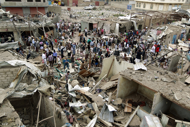 Szaudi légicsapás romjai egy jemeni piacon (július 20.)