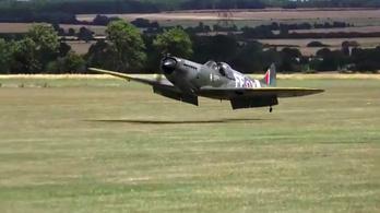 Beragadt a kerék, hasra szállt a Spitfire